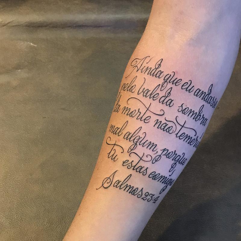 小臂英文字纹身图案