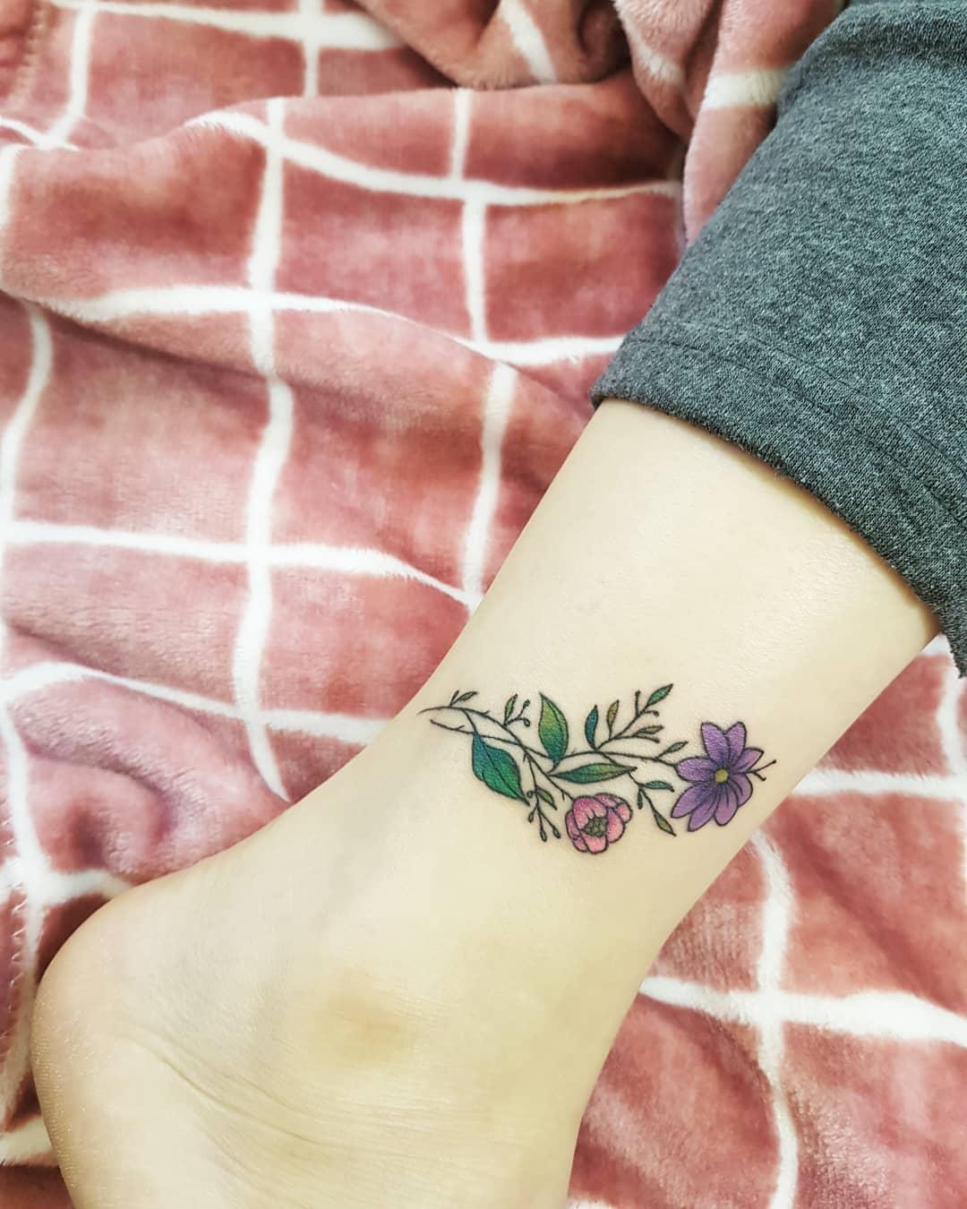 脚踝小清新小花纹身图案